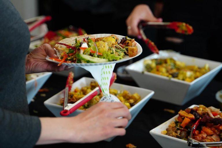 Wynajmij usługę cateringu do zorganizowania spotkania służbowego