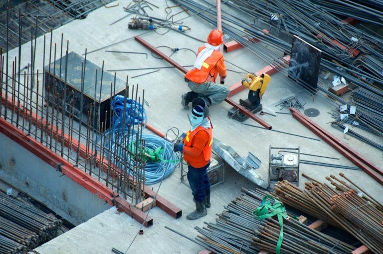 Zabezpieczenia na placu budowy