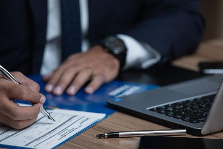 Adwokat pomoże obronić się przed zarzutami karnymi
