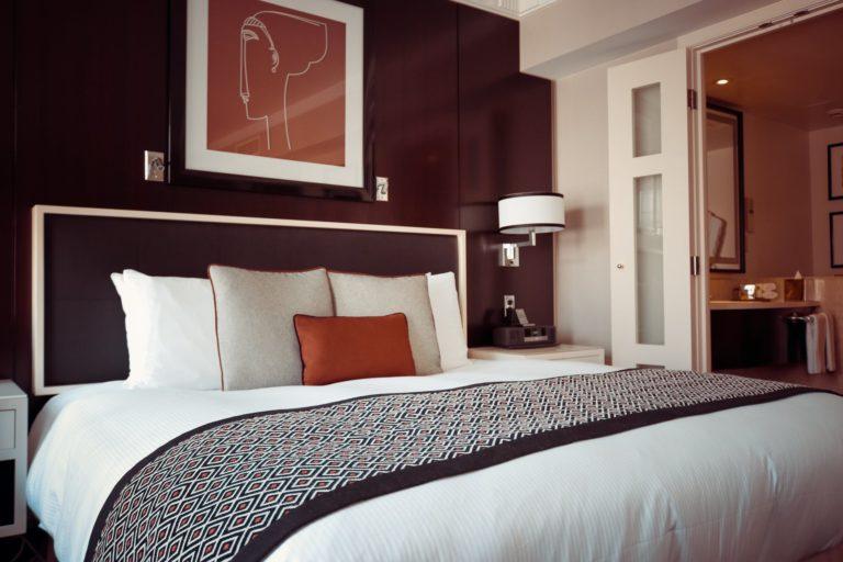 Urządzanie nowoczesnej sypialni - praktyczne porady
